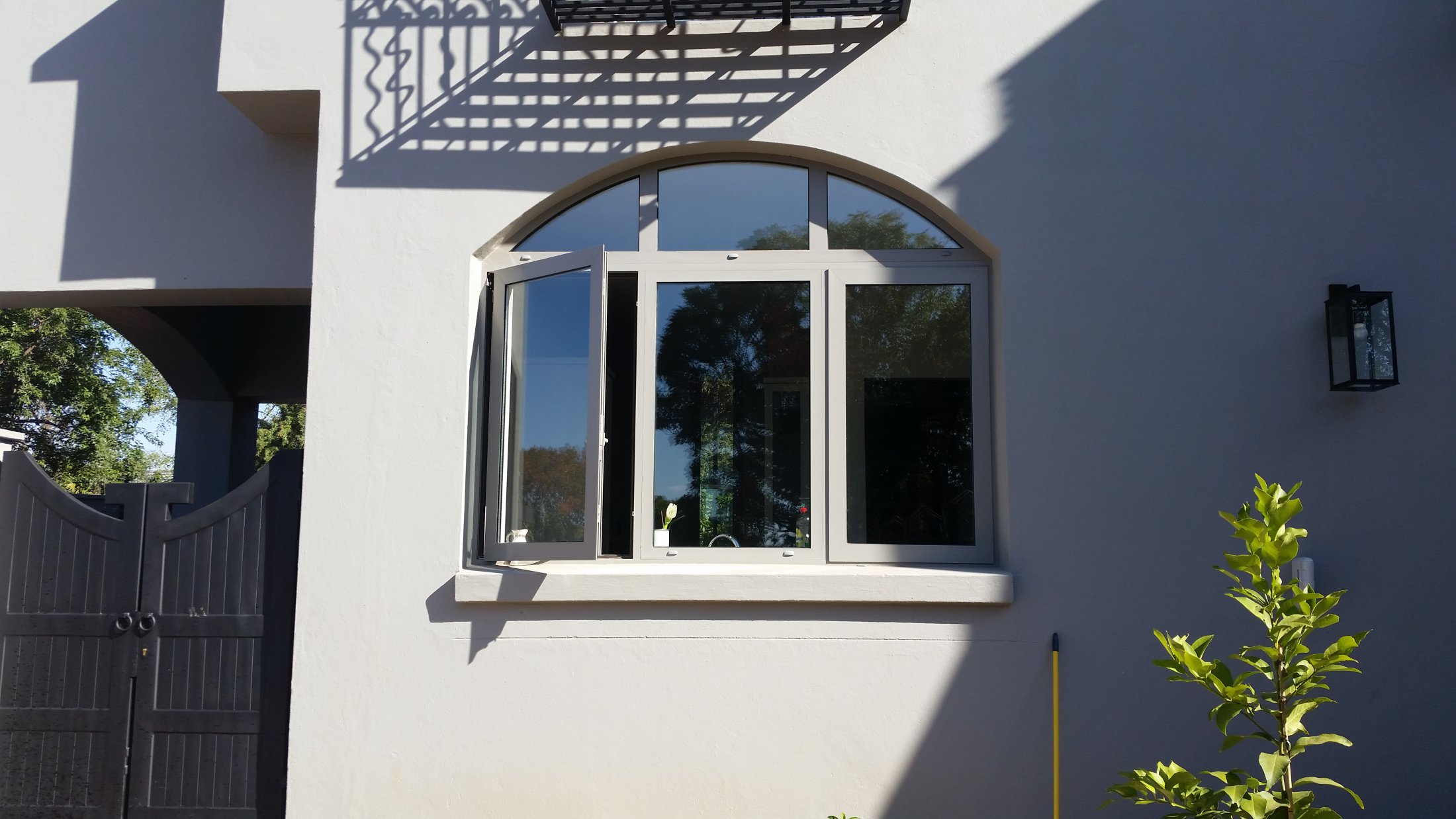 Curved Window With 2 Side Hung & Fix